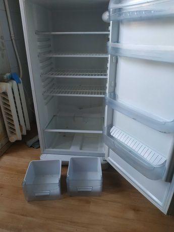 Продам холодильник Indesit в хорошем рабочем состоянии!