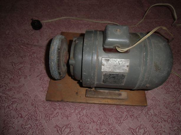 Однофазный асинхронный двигатель АОЛБ-22-4