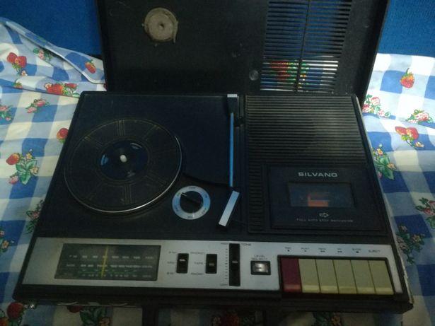 Gira discos rádio e cassetes antigo