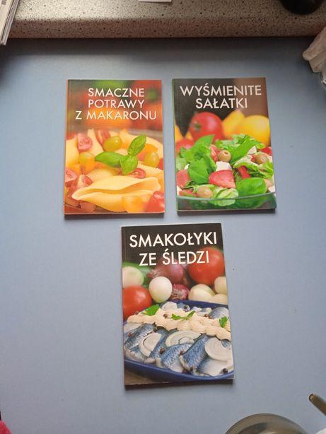 Książki kucharskie zestaw 3 sztuk sałatki, dania z makaronem i ze śled