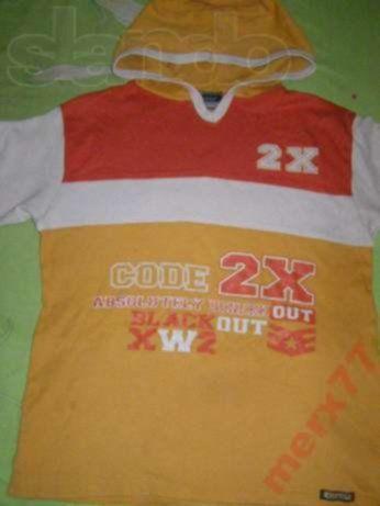 Cтильная футболка с капюшоном на подростка