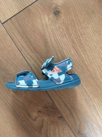 Sandałki Adidas (22)