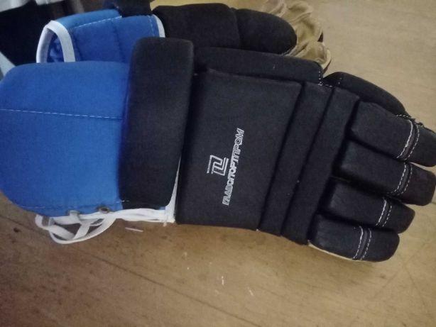 Продам новые, кожаные,  защитные, хоккейные перчатки (краги)..