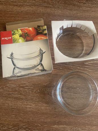 Продам новую кастрюльку с крышкой- тарелкой для микроволновки.