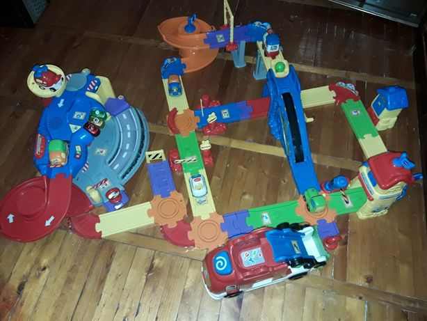 Железная дорога Vtech гараж и автовоз и музыкальные машинки