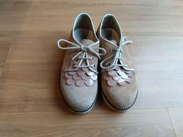 Sapatos rosa nude menina
