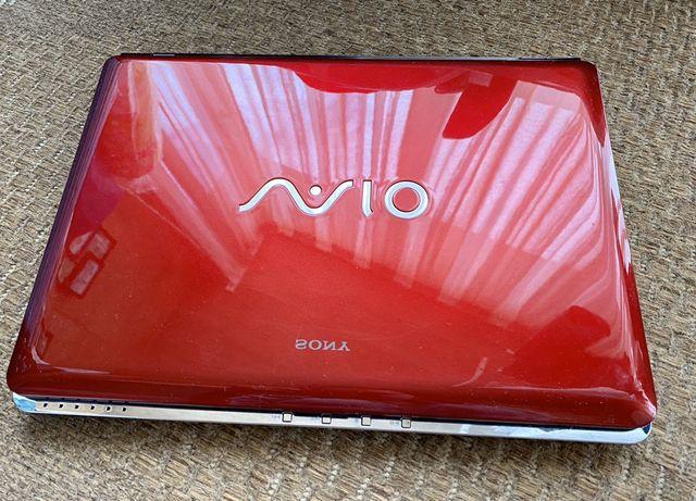 Ноутбук Sony VAIO VGN-CR31ZR/R в рабочем состоянии