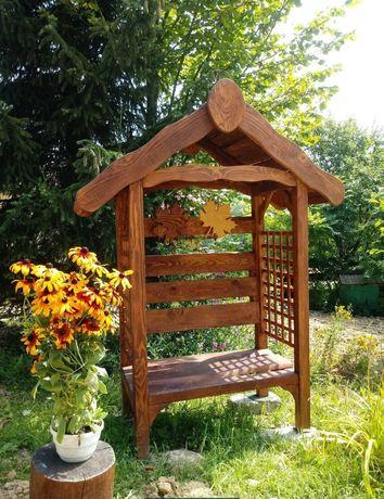 Pergola ogrodowa z ławką z zadaszeniem