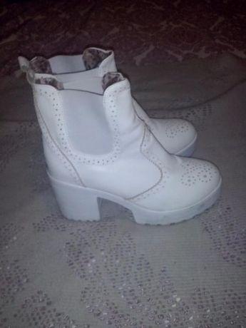 botas couro brancas,brogue lindas tam39/40,novas!agr menos 8e!c/ports