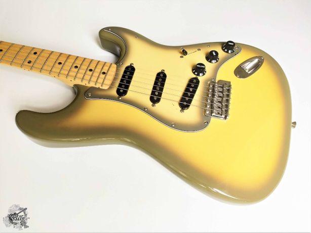 Fender® '70s (Custom Shop '54 pups) Stratocaster® '2004 Antigua +cover