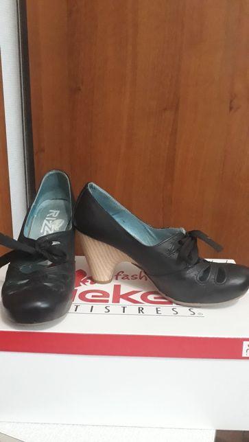 Отдам босоножки и туфли