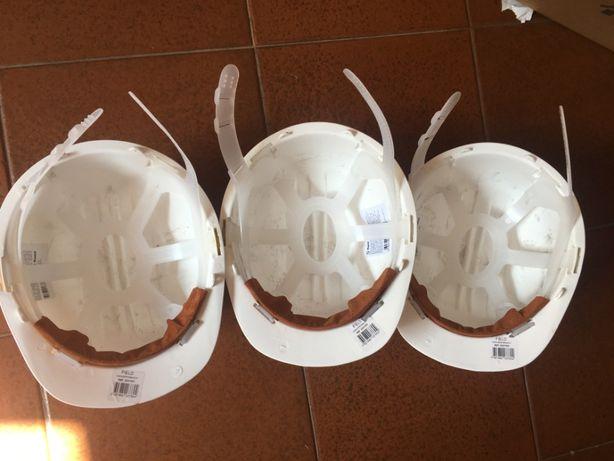 3 capacetes protecção