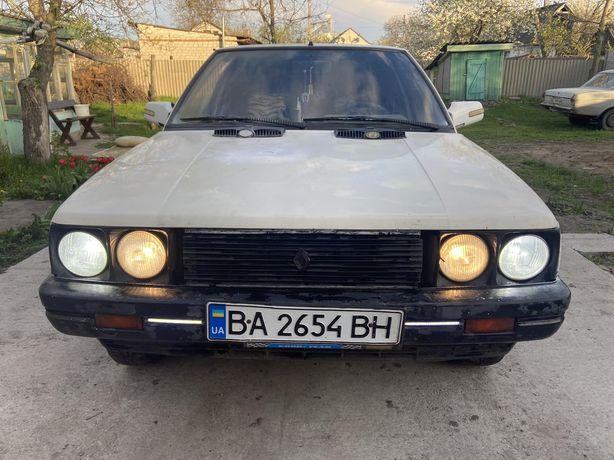 Продам Renault 9 GTL на полном ходу.