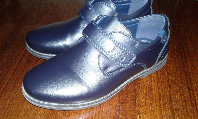 Продам школьные туфли.
