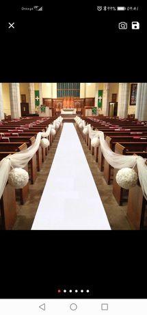 Biały dywan do Kościoła