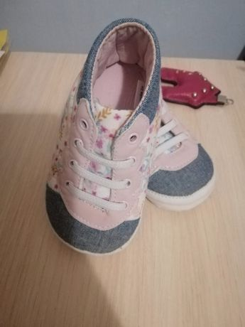 Пинетки кеды кроссовки для девочки Mothercare (мягкие, 100%хлопок)