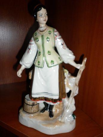 """статуэтка фарфоровая """"Девушка с коромыслом"""" Барановка"""