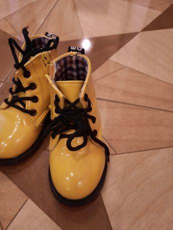 Модні черевички для дівчинки