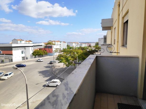 T1 com varanda, vista desafogada, junto ao Mercado 2 de A...