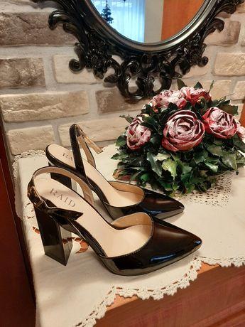 Eleganckie sandały rozm.38 lakier
