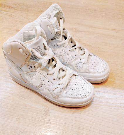 кроссовки  Nike кожаные белые