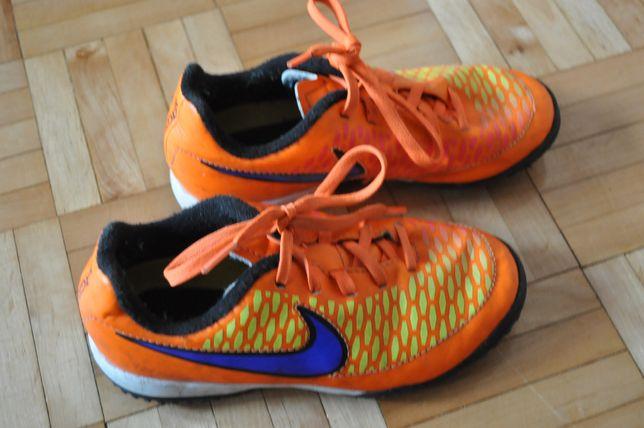 Buty Nike turfy rozmiar 30 super stan