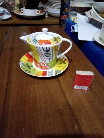 Чашка заварник с блюдцем