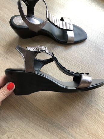 Sandały skórzane 42