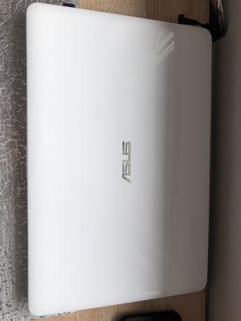 laptop asus  i3 1Tb 4gb ram dysk ssd 256/hdd 1tb stan idealny