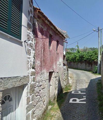 R/C e Primeiro andar / Em ruína para recuperação / Castro Daire