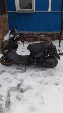 Продам скутер по запчастям или целиком