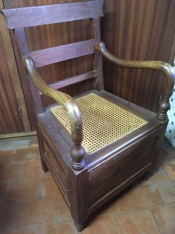 Cadeira/Sanita de doente em madeira