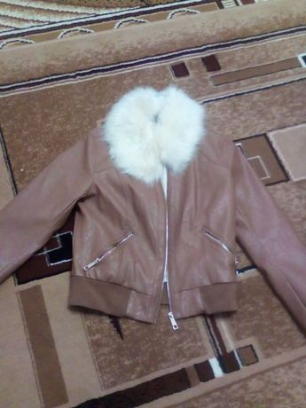 Красивая модная женская куртка