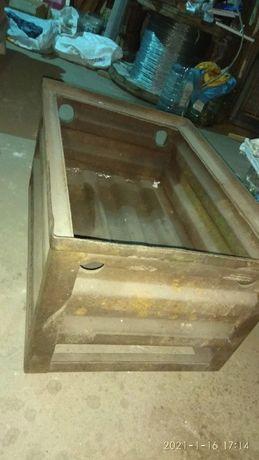 Ящик металлический, железный, производственный.