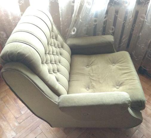 Продам велюрове крісло