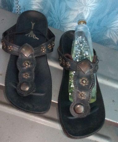 Кожаные сандалии шлепки