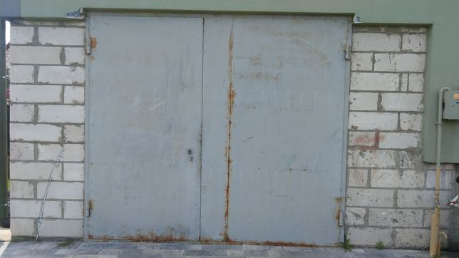 Продам двері в гараж