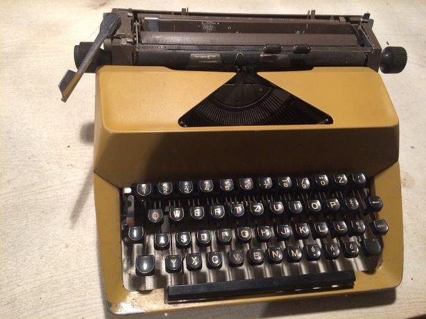 Stara maszyna do pisania PRL