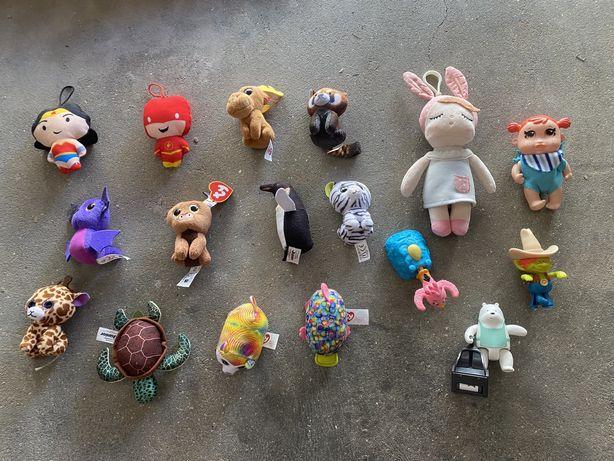 Varias roupas bebe/ crianca varias idades , meias e brinquedos