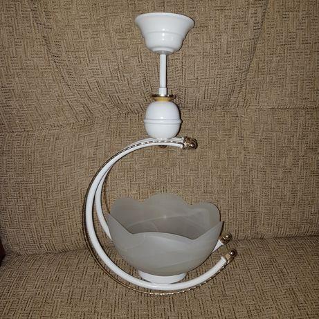 Lampa sufitowa wisząca biała + złote elementy / E27