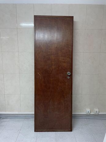 3 Portas interiores em madeira