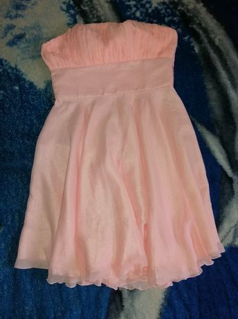 Piękna pudrowa sukienka