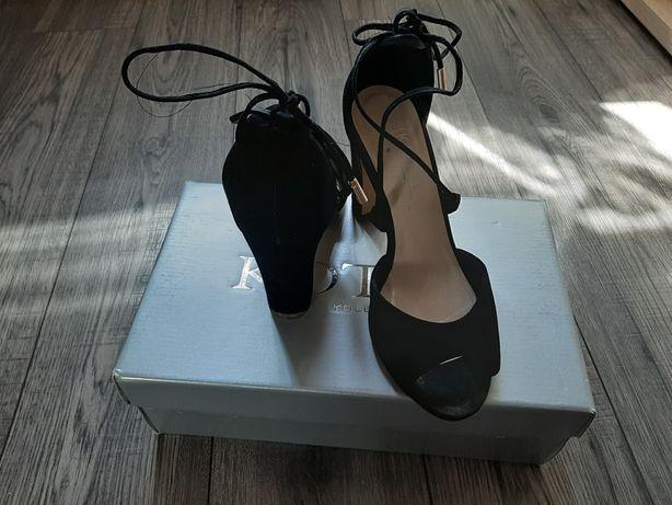 Sandałki na słupku klocku Kotyl skóra 37