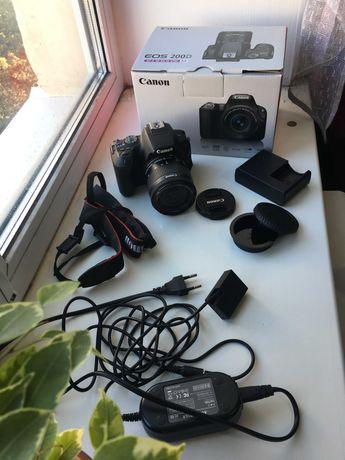 canon200d camera