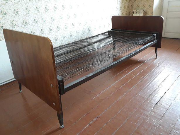 Стол и кровать. Срочно! Цена за всё