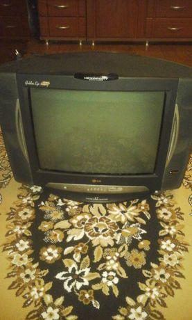 Продам телевизор LG + приставка Т2 ( Sat Integral 5050 ) + антена