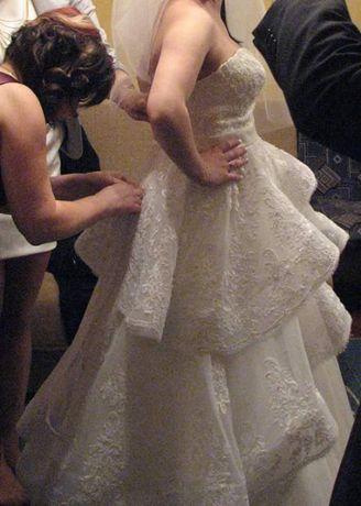 regulowana suknia ślubna z baskinką