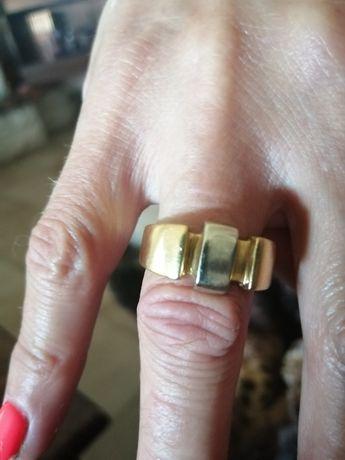 Vendo 2 em  anéis  em ouro .