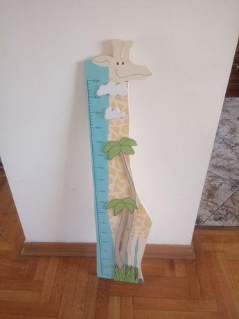 Drewniana miarka wzrostu żyrafa