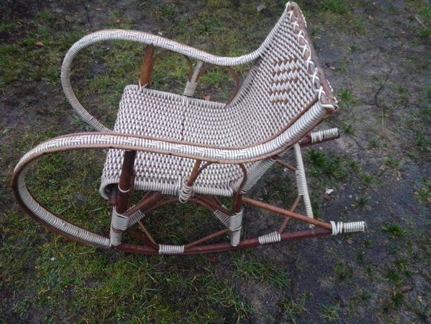 Stary antyczny fotel bujany